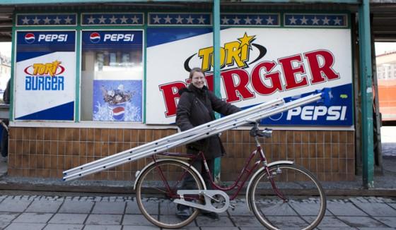Nina ja tikkaat pyörällä
